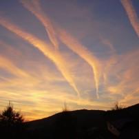 Košariská, západ slnka pri škole